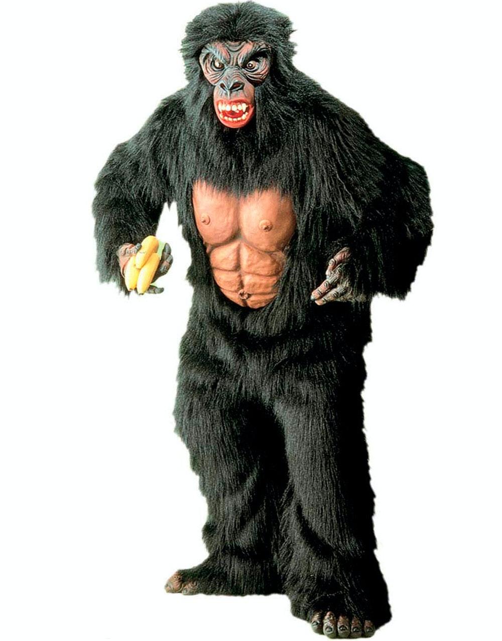 Gorilla kastade sten i huvudet pa smabarnsmamma