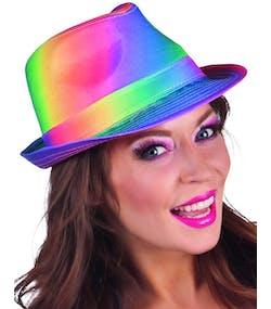 Regnbågsfärgat Fedorahatt med Svart Band 2bdd55ff5ed48